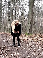 15 pictures - Blonde babe squatting to pee outside in the woods